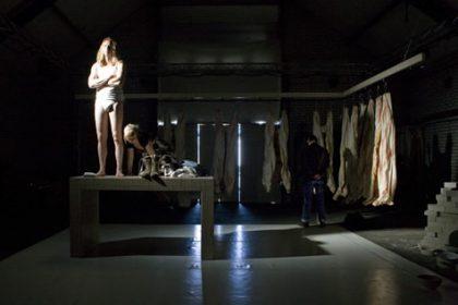Blauw Hynder - Ontwerp, Uitvoer - Decor 'Hurt Like Hell' (Oerol, Harmonie Leeuwarden, Simmerdeis)